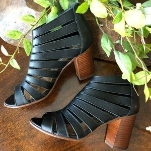Steve Madden Stacked Heel Sandal in Black